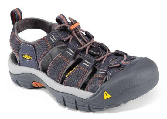 """17a62967281 Střední pohorky  od předcházejícího typu se liší zpevněným kotníkem a dnes  už většinou i """"nepropro"""" membránou. Tato univerzální obuv se uplatní na ..."""