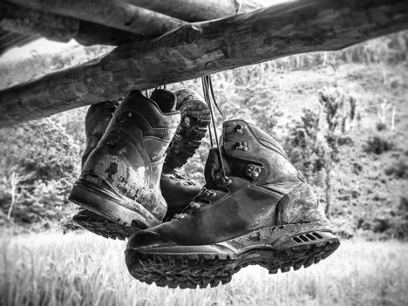 hiking-shoes-588799_640