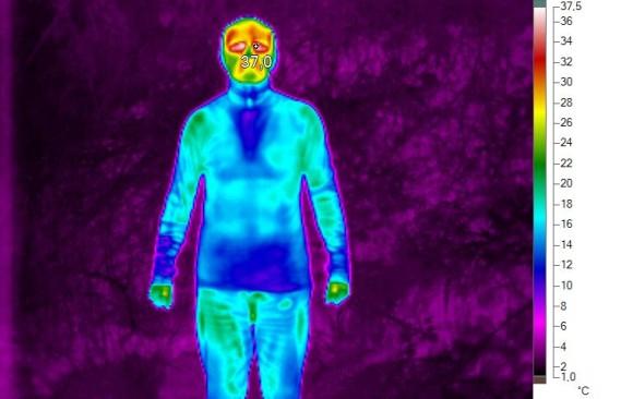 V TRIČKU A ROLÁKU DEVOLD: Izde termosnímek ukazuje zvýšenou tepelnou ochranu mých vnitřních orgánů.
