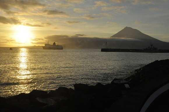 faial-rae-nni-vyhled-na-ostrov-pico-s-horou-mt_pico
