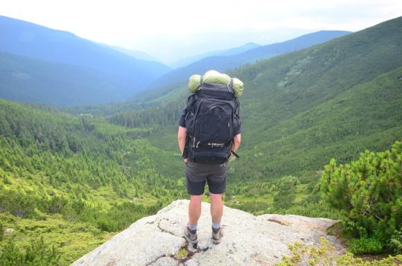 Stan na batohu v rumunském pohoří Lotru
