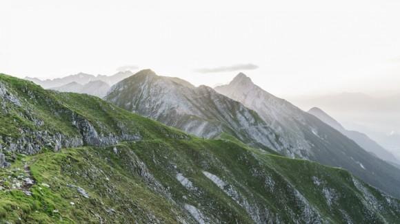 the-goetheweg-trail-above-the-inn-valley