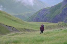 Cesta do sedla Acunta (3431 m) v gruzínské Tušetii.