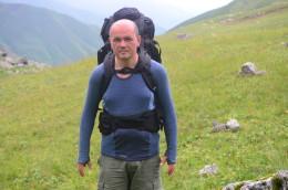 Triko Tuvegga v letních gruzínských horách, protipotivou stranou dolů.