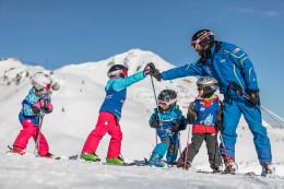 Kde jinde se naučit lyžovat než v rakouských Alpách?