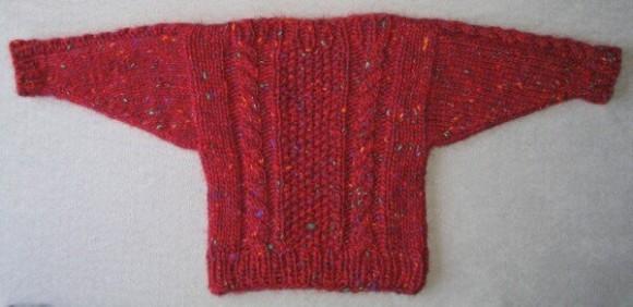 """Starý vytahaný svetr z klasické """"kousavé"""" vlny. Tudy cesta nevede."""