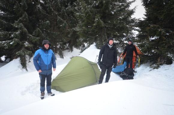 Termoprádlo Devold Expedition, zateplení Devold Egga přes to klasický hardshell. Tahle kombinace se na sněžnicích  ukázala jako ideální.