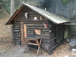 Podobnou boudu si na Kokořínsku může postavit každý.