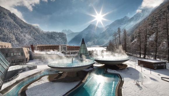 """""""Vodní dóm"""" v Oetztalském údolí je termálním chrámem odpočinku."""