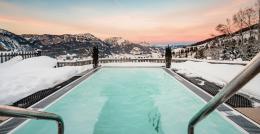 Bazén schladmingského hotelu Hoflehner je oázou unavených svalů.